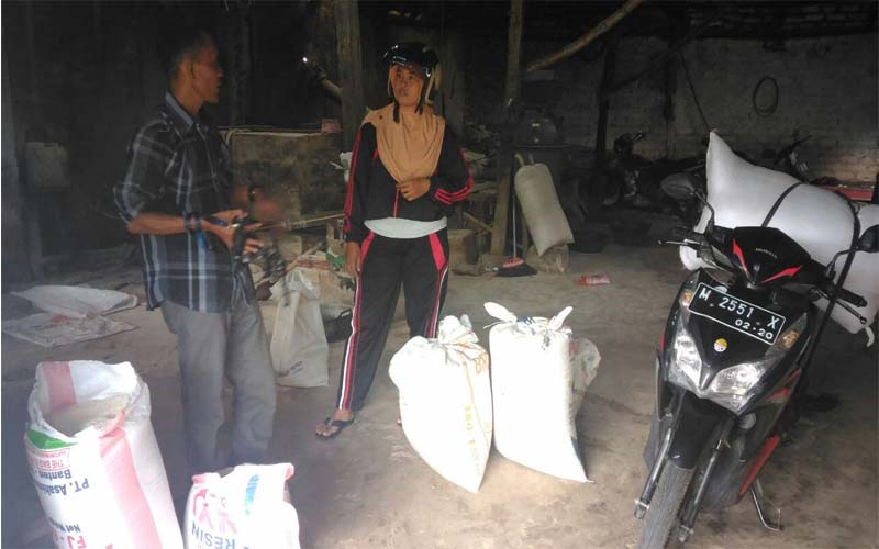 Harga Beras Di Pasaran Melambung, Warga Rebutan Beli Beras Ke Petani