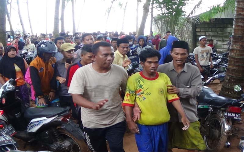Perahu Tenggelam, Berbekal Tutup Boks Ikan Nelayan Ini Selamat