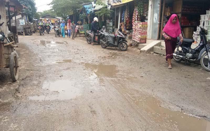 Akses Jalan Masuk Pasar Anom Sumenep Rusak, Dikeluhkan Warga